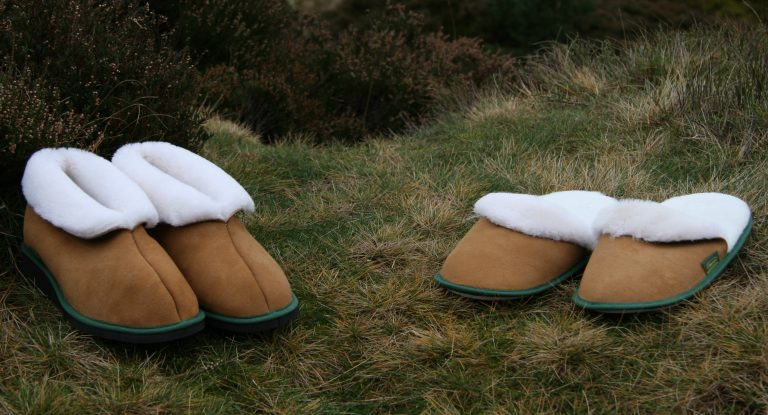 Men's Slippers & Moccasins